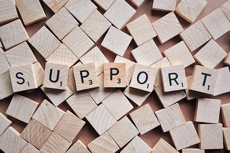 What is the role of a franchisee support representative?